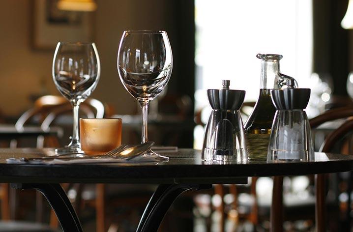 los angeles restaurants - table setting
